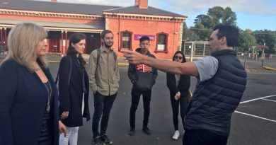 Castlemaine GP Dr Mark Farrugia lead junior doctors on a tour of local health services, with Lyn Marie from Murray City Country Coast (MCCC) GP Training.